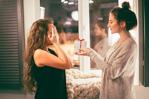 Zavďačovanie sa iným môže prerásť až do popierania svojich vlastných hodnôt