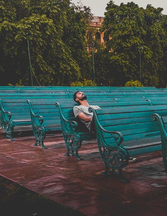 Samota nie je osamelosť. Osamelosť je pocit, že iným na nás nezáleží